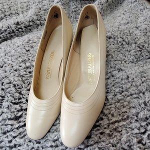 Ladies naturalizer heels 8.5